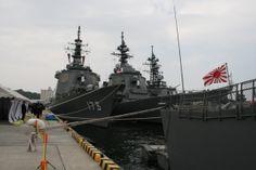 護衛艦カレーグランプリ、横須賀で開催 計4時間並んだ人も【画像集】護衛艦こんごう(左)