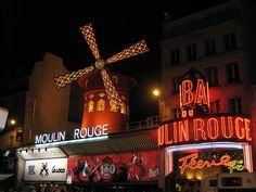 Paris Eiffel Tower Dinner, Seine Cruise & Moulin Rouge (Flickr/CaBLe27)