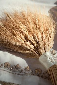 """this is amazing.my wedding bouquet years ago) consisted of wheat, barley, and oats.the """"cuff"""" was similar to this one.and people laughed at me then! Wheat Wedding, Wedding Bouquets, Wedding Flowers, Persian Wedding, Iranian Wedding, Fields Of Gold, Wheat Fields, Felder, Autumn Wedding"""