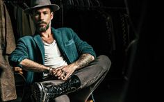 Made in Italy apparel for men and for women. Circolo Proudly People in Easy Jacket. Italian Men, Portrait Pictures, Attitude, Men's Fashion, Guys, My Style, People, How To Wear, Jackets