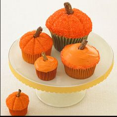 Easy pumpkin cupcakes for kids. Thanksgiving or Halloween