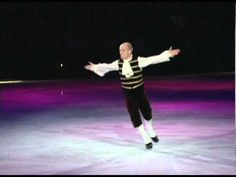 Scott actually skates to opera . . . to mock it. An outrageously funny program from Stars On Ice in 2003.