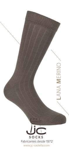 Fabricante de calcetines en Barcelona. Calcetín de lana merino para hombre color tostado. Calcetín de vestir canalé térmico. JC Castellà fabricante de calcetines en Cataluña. Man, Barcelona, Socks, Color, Fashion, Men's, Dress Socks, Man Women, Winter