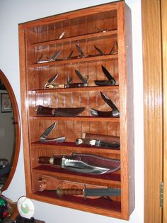 A display case presents the inner-self of the creator. With a look at the display case, you can know the person inside. There are DIY display case ideas. Action Figure Display Case, Knife Display Case, Diy Knife, Diy Shadow Box, Case Knives, Diy Box, Display Boxes, Wooden Diy, Wood Projects