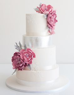 Don't try to hide it—you've been dreaming of smashing your wedding cake into your husbands face for months! It'll be the dessert of the hour, so make sure it's exactly what you want. These wonderful wedding cake ideas might just be what you envisioned. Whether it's a trendy macarooncake, something with ruffles, or chic like […]
