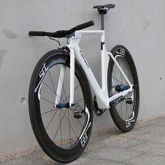 "javi-ballestero: ""#rafael #rafaelbikes #urbanbike #fixieculture #citybike #citylife #urbanlife #urbanstyle #velo #urbanstreet #piñónfijo #courier #bike #fixieporn #builtbike #commuter #bici """