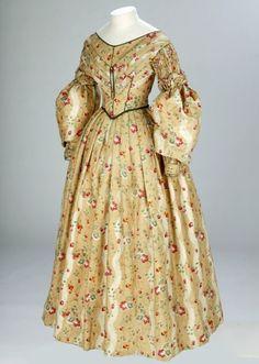 English day dress (1836-1840).