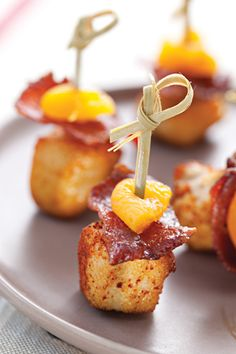 Paprika Chicken Bites with Apricot and Bacon. (Suggestion: Dip the apricots in orange marmalade or honey or candy the bacon. Snacks Für Party, Appetizers For Party, Appetizer Recipes, Bacon Chips, Cooking Time, Cooking Recipes, Potato Bites, Tasty Bites, Finger Foods