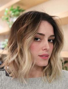 Modern ideas of short blonde ombre and textured hairstyles for women to show off in these days. If you are looking for fresh short haircuts then must visit here for beautiful trends of short ombre haircuts and hairstyles in blonde textured shape. No Doubt this is one of the awesome haircut style for girls in 2018.