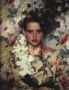 After binge watching John Hughes' The Breakfast Club last week, it only made sense for me to stumble upon this gorgeous portrait of Molly Ringwald from the June, 1984 edition of Vanity Fair, shot by Sheila Metzner. Molly Ringwald, Looks Style, Looks Cool, Pretty People, Beautiful People, Real People, Beautiful Flowers, Undone Look, Cat Party