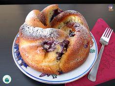 Soffice e aromatica la torta ai mirtilli e yogurt, perfetta a colazione, a merenda o per una coccola serale. Ecco come trasformare dei semplici ingredienti