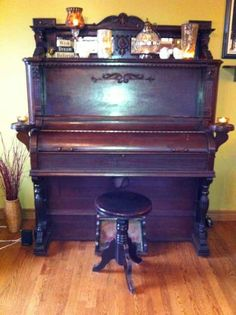 Antique pump organ from Dominion Organ and Piano Company Ltd, Bowmanville Ontario Canada $350