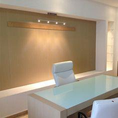 escritorio blanco, oficina madera y blanco, sencillo, moderno, silla de piel, algreca.com