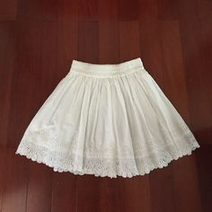 NWOT White Forever 21 Skirt So feminine and dainty! High-waisted; never worn! Perfect condition Forever 21 Skirts