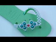 Bare Foot Sandals, Beach Sandals, Shoe Crafts, Diy And Crafts, Flip Flop Craft, Cute Flip Flops, Crochet Slippers, Bracelet Patterns, Huaraches