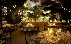 Arreglo floral de rosas blancas para boda