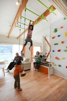 30 Best Playroom Ideas for Small and Large Spaces Playroom Ideas – These playroom design ideas are matched to small rooms and bigger spaces, to open-plan locations and to rooms with doors (you can securely shut). Climbing Wall Kids, Indoor Climbing, Rock Climbing, Indoor Gym, Kids Indoor Play, Indoor Jungle Gym, Indoor Playroom, Indoor Slides, Playroom Design