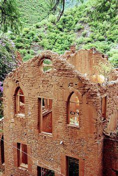 Edificio minero abandonado en Batopilas, barranco de cobre, México
