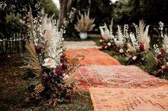 """Event's Way on Instagram: """"\\INSPIRATION// . On adore cette décoration de cérémonie ultra colorée par ces grands tapis et ces compositions florales bohèmes ! 😍💥 .…"""""""