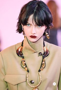 Chloé Fall 2019 Ready-to-Wear Collection - Vogue Pretty People, Beautiful People, Model Tips, Top Mode, Hair Reference, Looks Vintage, Mannequins, Fashion Details, Hair Trends
