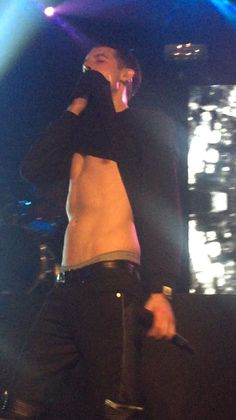 Damn g-eazy your body is amazing