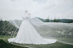 Gorgeous Aoui Regala Symmetric Wedding Gown | Photo: Myio Okamoto