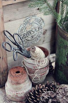 Et lite hus.til glede for mange ! Vibeke Design, Green Life, Terracotta Pots, Clay Pots, Old Antiques, Garden Styles, Rustic Style, Garden Inspiration, Scandinavian Design