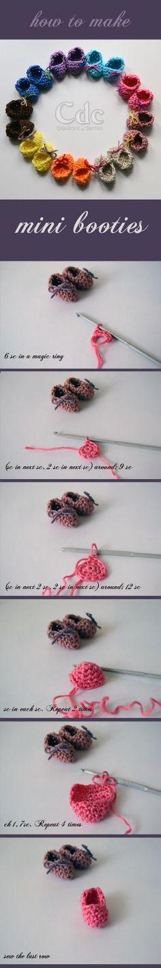Creazioni del Centro: How to make mini booties : crochet pattern Crochet Shoes, Crochet Baby Booties, Love Crochet, Knit Crochet, Crochet Doll Clothes, Crochet Dolls, Crochet Crafts, Crochet Projects, Knitting Patterns