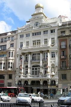 Teatro Alcázar de Madrid, según los planos de Eduardo Sánchez Eznarriaga,  Eduardo Lozano Lardet finalizó su construcción
