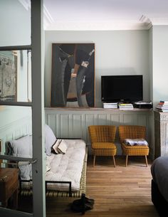 Farrow & Ball book, How to Decorate: Living room with neutrals and midcentury plaid chairs