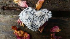 Hartvormige steen natuurlijke stenen van TheWitchChandlery op Etsy