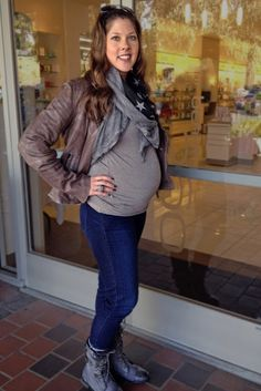 Get inspirational winter maternity fashion looks