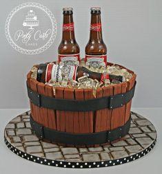 Birthday cake for men website 15 Super Ideas - Birthday Cake Vanilla Ideen 18th Birthday Cake For Guys, 21st Birthday Cakes, Mens 50th Birthday Cakes, 21 Birthday, Bolo Budweiser, Liquor Cake, Liquor Bottle Cake, Barrel Cake, Alcohol Cake