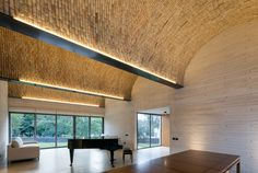 Image 9 of 26 from gallery of Acolhúas House / SPRB arquitectos. Photograph by Lorena Darquea Contemporary Barn, Contemporary Architecture, Interior Architecture, Cove Lighting, Interior Lighting, Barn Conversion Interiors, Country Modern Home, Timber Ceiling, Brick Design