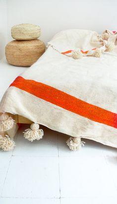 Couverture de laine pompon marocain bandes Ecru par lacasadecoto