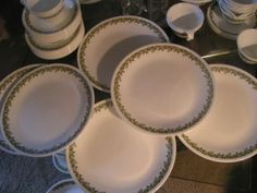 CORELLE SPRING BLOSSOM DAISY I have this dinnerware set in this pattern *LOVE*