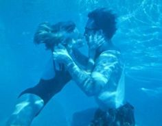 Elisabeth Shue, Water Photography, Film Photography, Underwater Kiss, Leaving Las Vegas, Nicolas Cage, Stage Show, Movie Couples, Movies