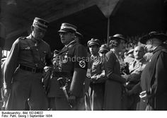 Parteitag der NSDAP in Nürnberg 1934. Von links nach rechts: Stabschef [Viktor] Lutze, Reichsarbeitsminister [Franz] Seldte, Frankenführer [Julius] Streicher, Abt [Albanus] Schachleiter.
