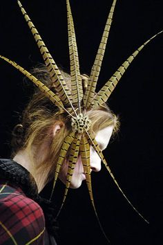 feather hair detail - McQueen -  Autumn / Winter 2006-7 RTW