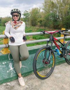 Bicycle Girl, Beautiful Hijab, Sexy Asian Girls, Girl Costumes, Muslim, Cool Girl, Biker, Kicks, Model