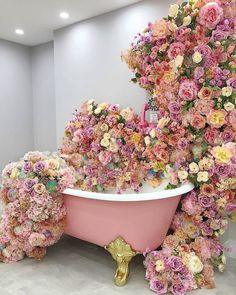 I need to take a bath!⠀⠀⠀⠀⠀⠀⠀⠀⠀ ⠀⠀⠀⠀⠀⠀⠀⠀⠀ Leave a comment below if you'd like to hop into this floral tub! Flower Aesthetic, Pink Aesthetic, Love Flowers, Beautiful Flowers, Beautiful Dresses, Dubai Wedding, Everything Pink, Flower Wall, Pretty In Pink