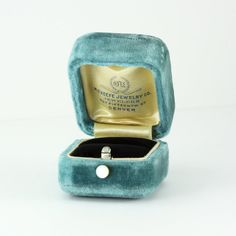 A beautiful antique ring box, covered in luxuriously soft aqua blue velvet. This antique box opens with a mother-of-pearl push button, which Antique Rings, Antique Jewelry, Vintage Jewelry, Jewelry Box, Jewelry Making, Jewellery, Vintage Ring Box, Velvet Ring Box, Ring Pictures