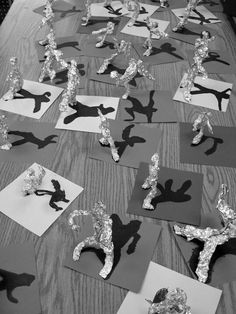 Shadow art how to make paper works I love how the shadow says everything, and they…Champagne shadow for wedding eyes:Blue Eye Shadow for Brown Eyes School Art Projects, Projects For Kids, Art School, Crafts For Kids, Arts And Crafts, Art Plastic, Classe D'art, Food Art For Kids, 3rd Grade Art