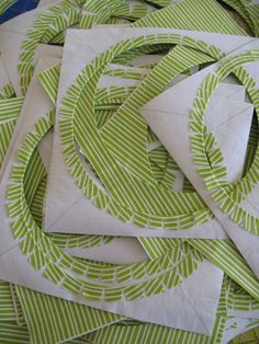 Set-in circles in 6 minutes...old Simply Quilts tute by Dale Fleming  -- free Marble Champ Quilt pdf here: http://lizzyhouse.typepad.com/files/red-letter-quilt-pattern-1.pdf