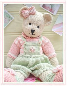 Mary Jane's TEAROOM. Absolutely precious knit toy patterns, plus other lovely project ideas. How To Purl Knit, Teddy Bear Knitting Pattern, Knitting Bear, Knitting Patterns, Teddy Bear Toys, Teddy Bears, Simple Embroidery, Bear Doll, Yarn Colors