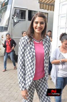 Sonam Kapoor At Khoobsurat Promotions On The Sets Of Captian Tiao