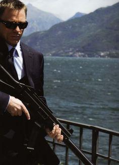Daniel Craig as James Bond- Still the man I imagine to be Rachel Weisz, Daniel Craig Style, Daniel Craig James Bond, James Bond Actors, James Bond Movies, James Bond Sunglasses, Service Secret, Daniel Graig, James Bond Style