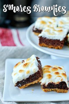 S'mores brownies with a graham cracker crust and a gooey marshmallow topping. Easy No Bake Desserts, Delicious Desserts, Dessert Recipes, Bar Recipes, Vegan Recipes, Cheesecake Desserts, Cheesecake Strawberries, Trifle Pudding, Homemade Snickers