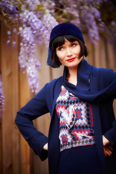 "Essie Davis as Phryne Fisher in ""Miss Fisher's Murder Mysteries"", based on the book series by Kerry Greenwood. Description from pinterest.com. I searched for this on bing.com/images"
