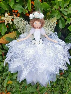 Flower fairy using lace and tulle Fairy Crafts, Angel Crafts, Doll Crafts, Diy Doll, Christmas Fairy, Christmas Angels, Christmas Crafts, Clothespin Dolls, Flower Fairies